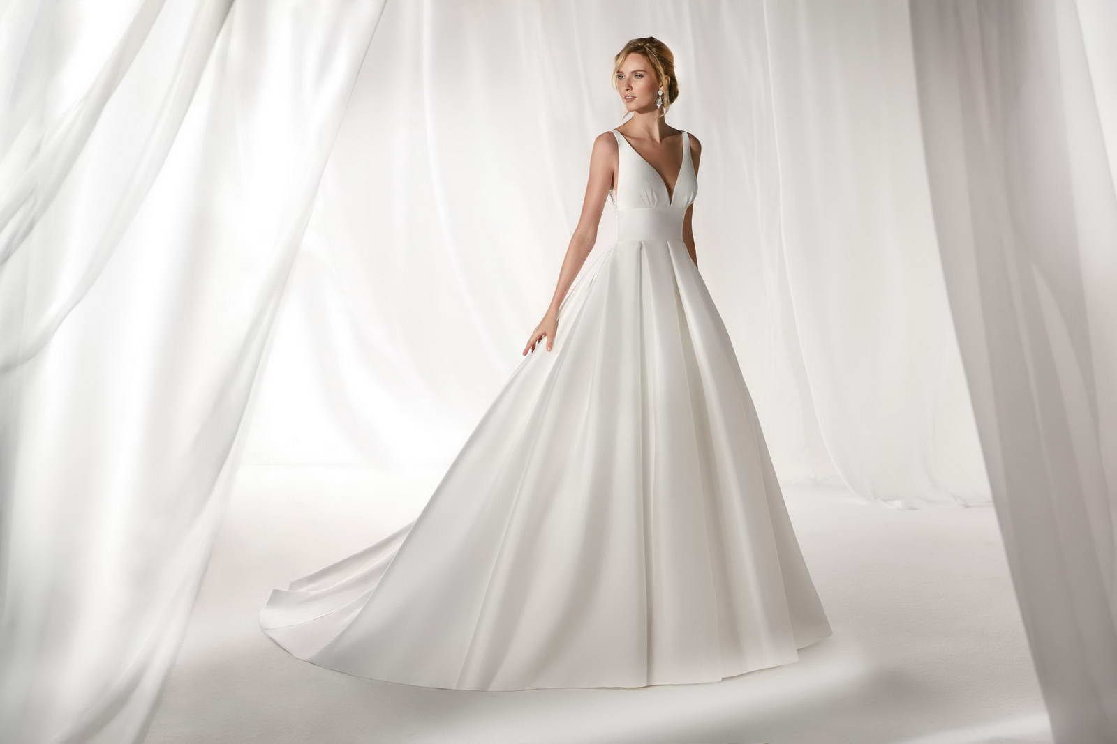 Abiti Da Sposa White Lady Vimercate.White Lady L Atelier Della Sposa Passione Sposi